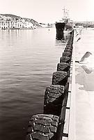 En båt ligger til kai ved Storneskaia i Ålesund.<br /> Foto: Svein Ove Ekornesvåg