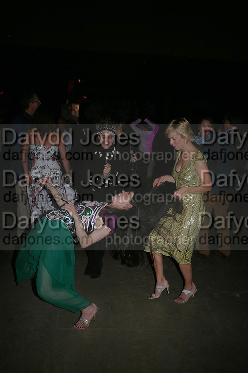 Marianne Brouckaert ( green)  and Dido Milne.( hat )  The Art Party, Tate Modern. a party to raise funds for 'Art for All'. 16 June 2005. ONE TIME USE ONLY - DO NOT ARCHIVE  © Copyright Photograph by Dafydd Jones 66 Stockwell Park Rd. London SW9 0DA Tel 020 7733 0108 www.dafjones.com