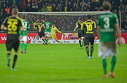08.02.2014, Weserstadion, Bremen, GER, 1. FBL, SV Werder Bremen vs Borussia Dortmund, 20. Runde, im Bild Robert Lewandowski (BVB Borussia Dortmund #9) enteilt Sebastian Pr�dl / Proedl (Bremen #15), schiebt den Ball an Raphael Wolf (SV Werder Bremen #20) vorbei zum 0:5 ins Netz // Robert Lewandowski (BVB Borussia Dortmund #9) enteilt Sebastian Pr�dl / Proedl (Bremen #15), schiebt den Ball an Raphael Wolf (SV Werder Bremen #20) vorbei zum 0:5 ins Netz during the German Bundesliga 20th round match between SV Werder Bremen and Borussia Dortmund at the Weserstadion in Bremen, Germany on 2014/02/08. EXPA Pictures © 2014, PhotoCredit: EXPA/ Andreas Gumz<br /> <br /> *****ATTENTION - OUT of GER*****