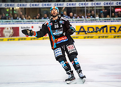 11.02.2020, Keine Sorgen Eisarena, Linz, AUT, EBEL, EHC Liwest Black Wings Linz vs HC Orli Znojmo, Zwischenrunde, im Bild Dan DaSilva (EHC Liwest Black Wings Linz) // during the Erste Bank Eishockey League Intermediate round match between EHC Liwest Black Wings Linz and HC Orli Znojmo at the Keine Sorgen Eisarena in Linz, Austria on 2020/02/11. EXPA Pictures © 2020, PhotoCredit: EXPA/ Reinhard Eisenbauer