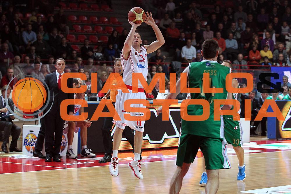 DESCRIZIONE : Varese Lega A 2010-11 Cimberio Varese Montepaschi Siena<br /> GIOCATORE : Jobey Thomas<br /> SQUADRA : Cimberio Varese<br /> EVENTO : Campionato Lega A 2010-2011<br /> GARA : Cimberio Varese Montepaschi Siena<br /> DATA : 30/10/2010<br /> CATEGORIA : Tiro Three Points<br /> SPORT : Pallacanestro<br /> AUTORE : Agenzia Ciamillo-Castoria/G.Cottini<br /> Galleria : Lega Basket A 2010-2011<br /> Fotonotizia : Varese Lega A 2010-11 Cimberio Varese Montepaschi Siena<br /> Predefinita :