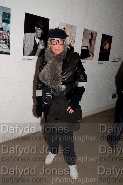NICKY HASLAM, Wallpaper* Design Awards. Wilkinson Gallery, 50-58 Vyner Street, London E2, 14 January 2010 *** Local Caption *** -DO NOT ARCHIVE-© Copyright Photograph by Dafydd Jones. 248 Clapham Rd. London SW9 0PZ. Tel 0207 820 0771. www.dafjones.com.<br /> NICKY HASLAM, Wallpaper* Design Awards. Wilkinson Gallery, 50-58 Vyner Street, London E2, 14 January 2010