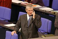 30 JAN 2002, BERLIN/GERMANY:<br /> Otto Schily, SPD, Bundesinnenminister, telefoniert, nach der Bundestagsdebatte zum Import embryonaler Stammzellen, Plenum, Deutscher Bundestag<br /> IMAGE: 20020130-03-089<br /> KEYWORDS: telefon, phone