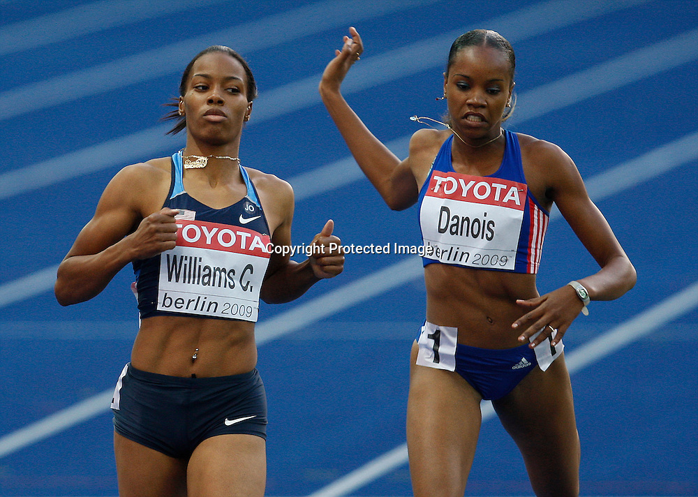 ChaRonda Williams of the U.S. and Johanna Danois of France (R) compete in the women's 200 meters first heat during the 12th IAAF Athletic World Championships at the Olympic Stadium in Berlin, Germany, 19 August 2009. Photo: Piotr Hawalej / WROFOTO / PHOTOSPORT