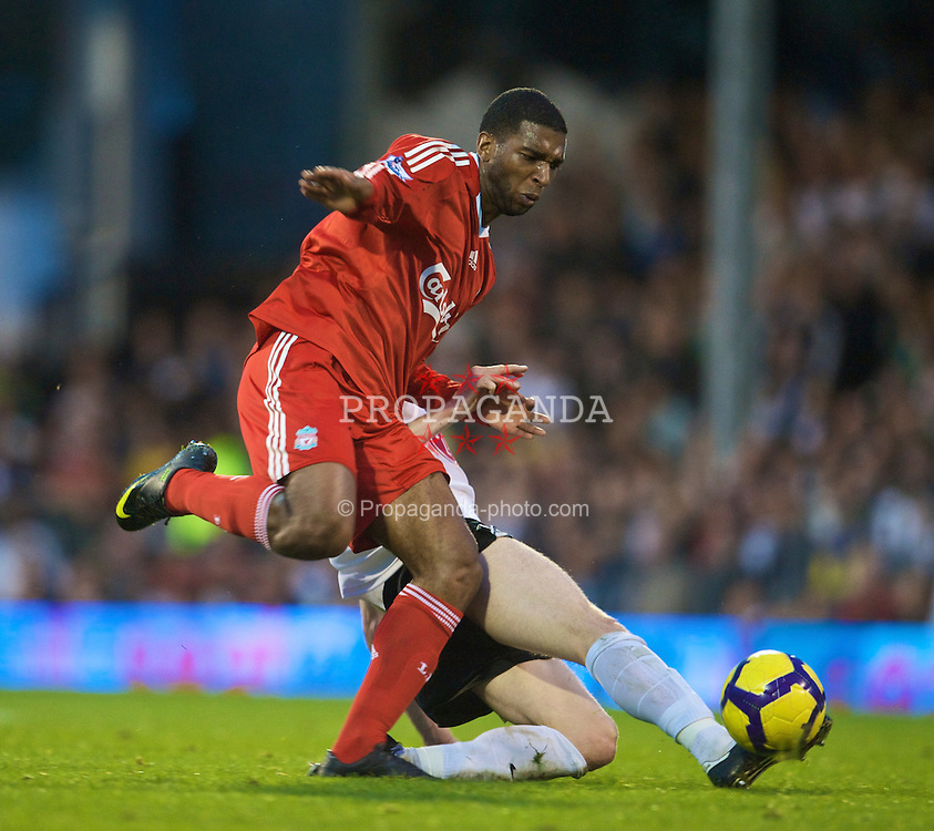 LONDON, ENGLAND - Saturday, October 31, 2009: Liverpool's Ryan Babel in action against Fulham during the Premiership match at Craven Cottage. (Pic by David Rawcliffe/Propaganda)