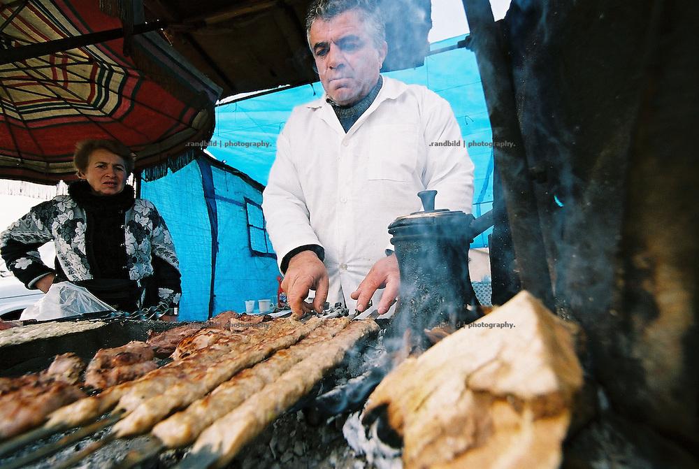 Ein Kebabgrill in der armensichen Haupstadt Erwian, wie man ihn oft in dem kleinen Kaukasusland antrifft.