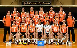 25-04-2013 VOLLEYBAL: NEDERLANDS MANNEN VOLLEYBALTEAM: ROTTERDAM<br /> Selectie Oranje mannen seizoen 2013-2014 / Teamfoto 2013 met coaches<br /> &copy;2013-FotoHoogendoorn.nl