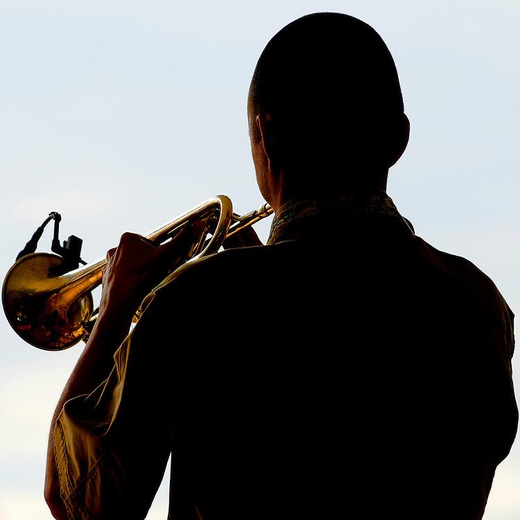 27.05.2012, Wuerzburg, Würzburg, Africa Festival; BEBEY PRINCE BISSONGO Gitarrist und Sänger  aus Burkina Faso - bands trumpet player