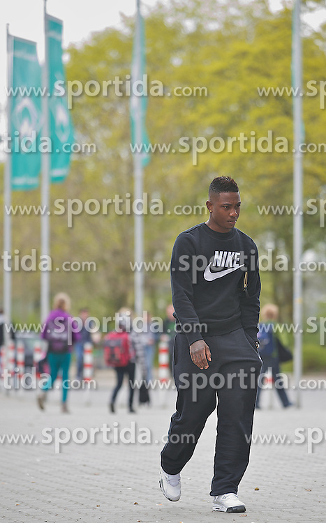 29.04.2013, Weserstadion, Bremen, GER, 1.FBL, SV Werder Bremen, im Bild Eljero Elia (SV Werder Bremen #11) auf dem Weg zum Rapport in der Geschaeftsstelle // at the main office of the German Bundesliga Club SV Werder Bremen at the Weserstadion, Bremen, Germany on 2013/04/29 . EXPA Pictures © 2013, PhotoCredit: EXPA/ Andreas Gumz ..***** ATTENTION - OUT OF GER *****