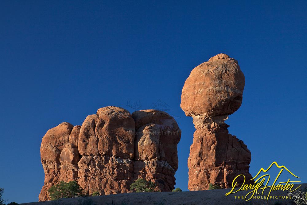 Balanced Rock, Arches National Park, Blue Sky, Moab, Utah