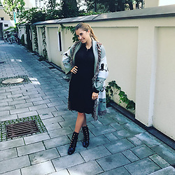 "Cathy Fischer releases a photo on Instagram with the following caption: ""On my way to one of my favorite cities - Hamburg \ud83d\ude0d (that is the the reason for my coat as it is always colder and rainy \ud83d\ude06\ud83d\ude0d) for meeting my best friend and guess what: tomorrow I attend the show Das! in NDR! I would be very happy if you guys watched \ud83d\ude0d It starts at 18:45 o' clock! And the recipe for the zucchini pizza crust you find on my Instagram stories \ud83d\udc95Good job of @aussenrist15 \ud83d\ude0d"". Photo Credit: Instagram *** No USA Distribution *** For Editorial Use Only *** Not to be Published in Books or Photo Books ***  Please note: Fees charged by the agency are for the agency's services only, and do not, nor are they intended to, convey to the user any ownership of Copyright or License in the material. The agency does not claim any ownership including but not limited to Copyright or License in the attached material. By publishing this material you expressly agree to indemnify and to hold the agency and its directors, shareholders and employees harmless from any loss, claims, damages, demands, expenses (including legal fees), or any causes of action or allegation against the agency arising out of or connected in any way with publication of the material."