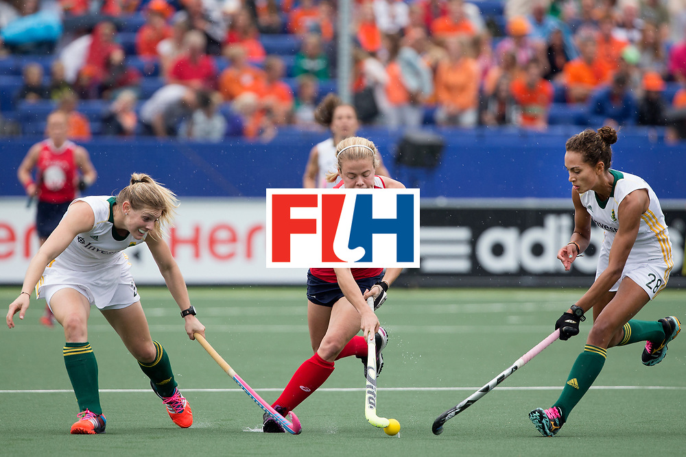 THE HAGUE - Rabobank Hockey World Cup 2014 - 10-06-2014 - WOMEN - USA - SOUTH AFRICA - Kathleen Sharkey (m) in duel met Quanita Bobbs en Bernadette Coston (l).<br /> Copyright: Willem Vernes