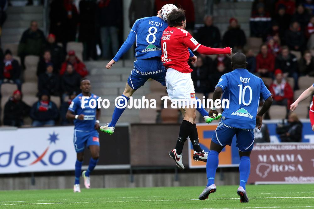 25.4.2016, Sonera Stadion, Helsinki.<br /> Veikkausliiga 2016.<br /> Helsingfors IFK - PS Kemi.<br /> Joona Veteri (PS Kemi) v Jukka Halme (HIFK).
