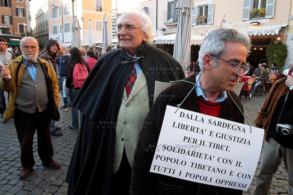 """Rome March 19 2008..marco Pannella alla manifestazione """"Siamo tutti Tibetani"""".Marco Pannella in the demonstration  .""""We are all Tibetani"""" in Campo de' Fiori"""