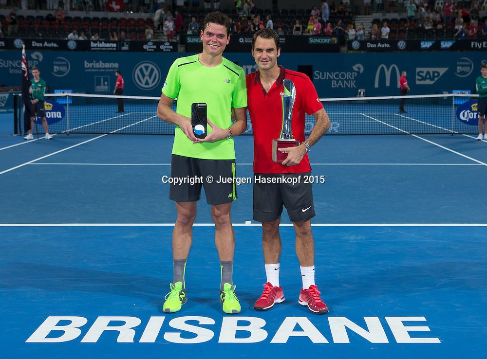 Roger Federer (SUI) und Finalist Milos Raonic (CAN), Siegerehrung<br /> <br /> Tennis - Brisbane International  2015 - ATP -   - Brisbane - QLD - Australia  - 11 January 2015. <br /> &copy; Juergen Hasenkopf