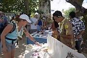 Shopping for balck pearls, Takapoto, Tuamotu Islands, French Polynesia<br />