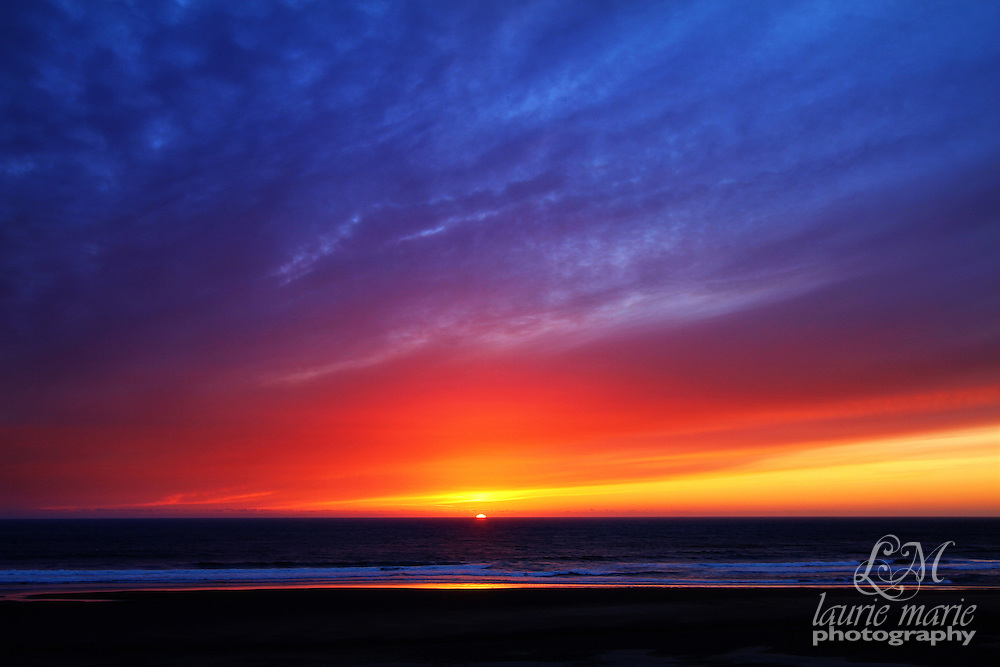 A beautiful sunset on the Oregon Coast in Lincoln City, Oregon