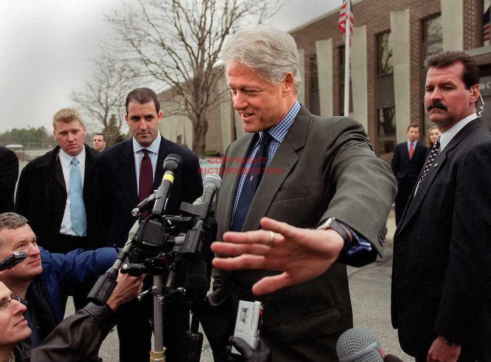 "03/13/02 -Somerville, MA) Presidential Assistance-Democratic Gubernatorial candidate Steve Grossman got a little help from buddy former President Bill Clinton today as Clinton spoke at Grossman's family business ""Mass Envelope Plus. Afterward he spoke to awaiting press saying: ""Don't get me involved a Mass Governor race controversy"" (When asked if his Grossman visit was an endorsement(031302prezmg - Staff photo by Mark Garfinkel.  Saved in photo Thurs and photo1)"