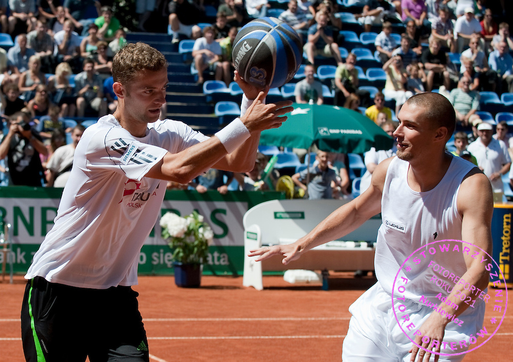 (L) MARIUSZ FYRSTENBERG & (R) FILIP KENIG (POLAND) NBA BASKETBALL PALYER WHILE EXHIBITION BAKETBALL MATCH DURING DAY 5 OF THE MEN'S SINGLES TOURNAMENT BNP PARIBAS POLISH OPEN AT TENNIS CLUB IN SOPOT, POLAND...POLAND, SOPOT , JULY 15, 2011..( PHOTO BY ADAM NURKIEWICZ / MEDIASPORT )..PICTURE ALSO AVAIBLE IN RAW OR TIFF FORMAT ON SPECIAL REQUEST.