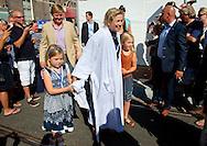 Prinses Máxima heeft zondag meegedaan aan de Amsterdam City Swim, waarvan de opbrengst ten goede komt aan de bestrijding van de ongeneeslijke zenuw- en spierziekte ALS.