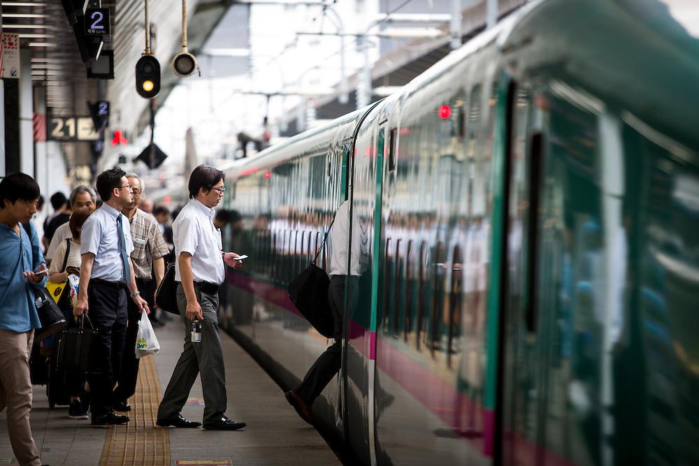 TOKYO, JAPAN - JULY 13 : A passengers in a platform rides a bullet train at Tokyo Station on Wednesday, July 13, 2016, Tokyo, Japan.<br />   <br /> Photo: Richard Atrero de Guzman