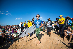 October 20, 2018 - Peniche, Portugal - Australian surfer Julian Wilson prepares to enter the water  (Credit Image: © Henrique Casinhas/NurPhoto via ZUMA Press)