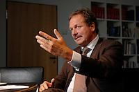 16 NOV 2006, BERLIN/GERMANY:<br /> Frank Bsirske, Vorsitzender der Gewerkschaft ver.di, Vereinte Dienstleistungsgewerkschaft, waehrend einem Interview, in seinem Buero, Ver.di Bundesverwaltung<br /> IMAGE: 20061116-01-053