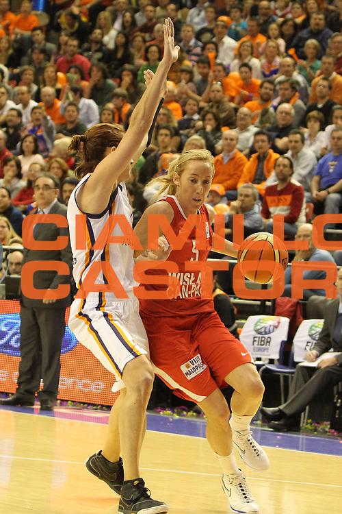 DESCRIZIONE : Valencia Fiba Euroleague Women 2009-2010 Final Four Semifinale Ros Casares Wisla Can-Pack<br /> GIOCATORE : Marta Fernandez<br /> SQUADRA : Wisla Can-Pack<br /> EVENTO : Euroleague Women 2009-2010<br /> GARA : Ros Casares Wisla Can-Pack<br /> DATA : 09/04/2010<br /> CATEGORIA : palleggio<br /> SPORT : Pallacanestro <br /> AUTORE : Agenzia Ciamillo-Castoria/ElioCastoria<br /> Galleria : Fiba Europe Euroleague Women 2009-2010 Final Four<br /> Fotonotizia : Valencia Fiba Euroleague Women 2009-2010 Final Four Semifinale Ros Casares Wisla Can-Pack<br /> Predefinita :