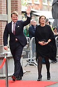 Aankomst koninklijke familie bij het Koningsdagconcert in de Philharmonie Haarlem.<br /> <br /> Arrival royal family at the Koningsdagconcert in the Philharmonie Haarlem.<br /> <br /> op de foto / On the photo: <br /> <br />  Koning Willem-Alexander en Koningin M&aacute;xima / King Willem-Alexander and Queen M&aacute;xima
