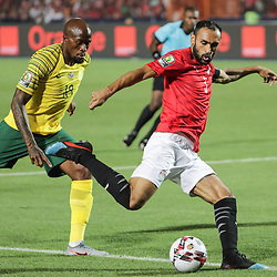 06 July 2019, Egypt, Cairo: Egypt's Ahmed Elmohamady (R) and South Africa's Sifiso Hlanti battle for the ball during the 2019 Africa Cup of Nations round of 16 soccer match between Egypt and South Africa at Cairo International Stadium. Photo : PictureAlliance / Icon Sport