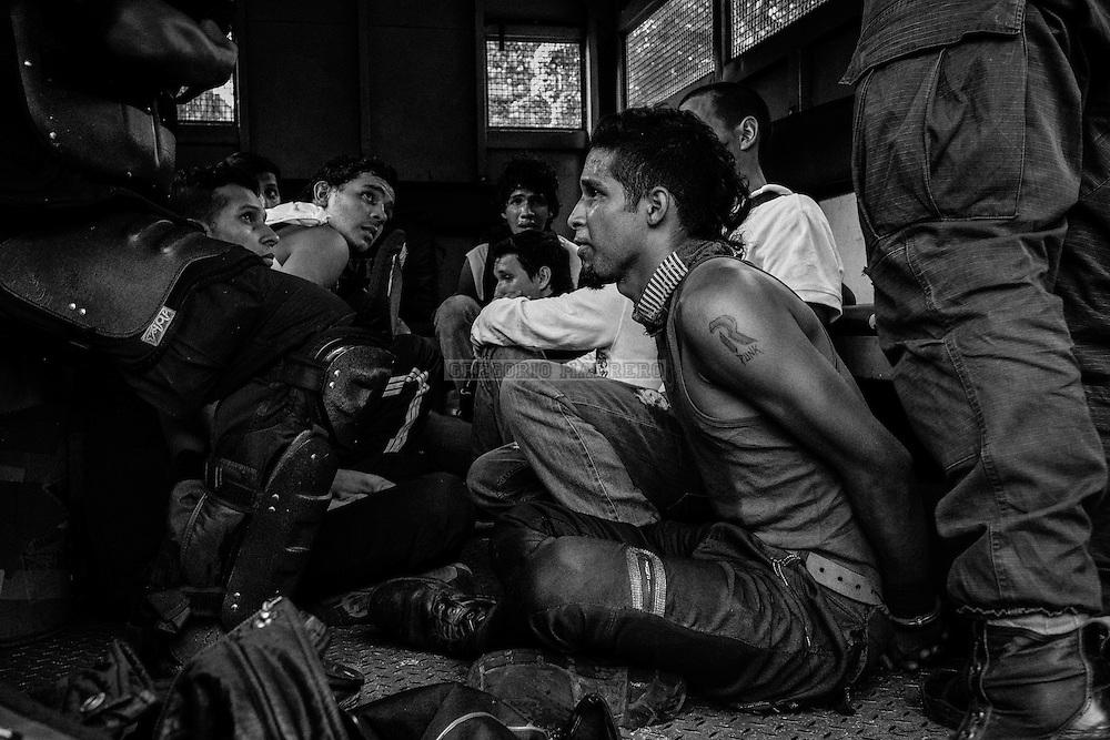 Caracas, Venezuela - 1/9/16:  Oposicion venezolana protesta exigiendo la convocatoria a un referéndum para destituir al presidente Nicolas Maduro - Venezuelan opposition protest demanding convocation of a referendum to impeach President Nicolas Maduro. (Fotografía: Gregorio Marrero)