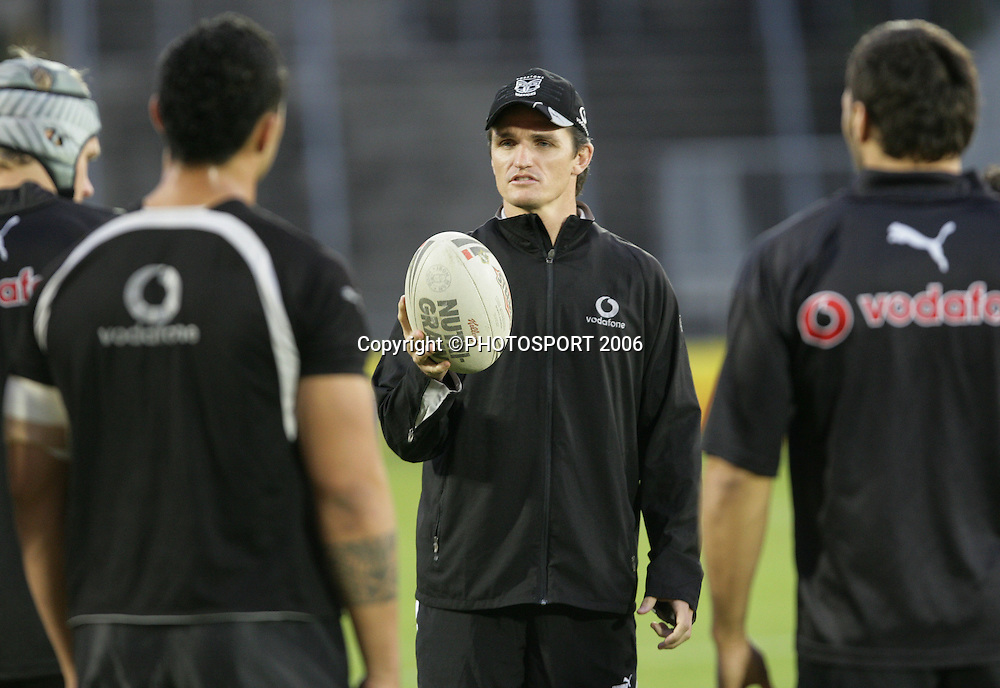 Coach Ivan Cleary talks with his team at the Warriors training session held at Ericsson Stadium, Auckland, New Zealand, on Wednesday 17 May, 2006. Photo: Andrew Cornaga/PHOTOSPORT<br /><br /><br />170506