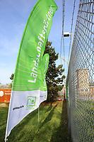 Mannheim. 22.11.17 | <br /> Feudenheim. Vor der ehemaligen US Kaserne Spinelli. Hier soll die Bundesgartenschau 2023 stattfinden.<br /> Die BUGA 2023 in Mannheim r&uuml;ckt n&auml;her. Mit dem Konzept &bdquo;Mannheim verbindet&ldquo; entsteht bis 2023 innerst&auml;dtisch eine neue Parklandschaft &ndash; f&uuml;r eine bessere Lebensqualit&auml;t und ein angenehmeres Stadtklima. Als Auftakt zur BUGA Mannheim 2023 wird deshalb direkt im Zentrum des Gartenschaugel&auml;ndes eine Esskastanie (Castanea sativa), Baum des Jahres 2018, gepflanzt. <br /> <br /> <br /> Bild: Markus Prosswitz 22NOV17 / masterpress (Bild ist honorarpflichtig - No Model Release!) <br /> BILD- ID 00559 |