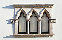 Finestra trifora in stile orientale, Taviano (LE), Italia