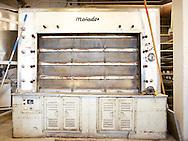 Saksalainen Matador on ollut vuosikymmeniä suomalaisten pienleipomoiden työjuhta. Matadorissa leipä paistuu kiviarinalla. Tämä yksilö on ostettu käytettynä 1993.