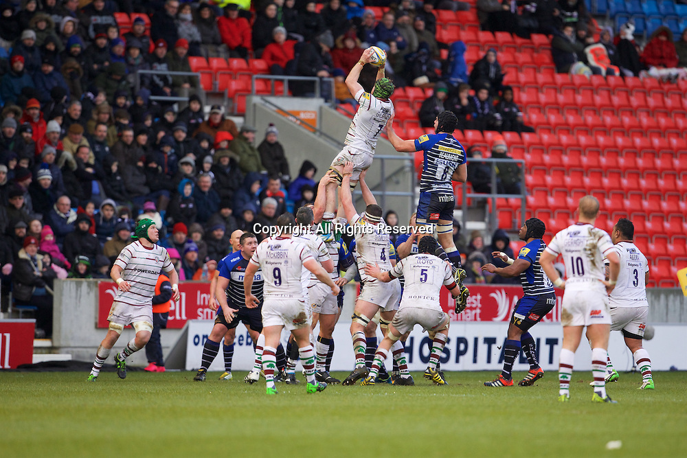 30.01.2016. AJ Bell Stadium, Salford, England. Aviva Premiership. Sale Sharks versus London Irish. London Irish flanker Conor Gilsenan wins a line out in front of Beaumont