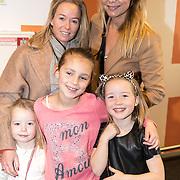 NLD/Amsterdam/20161126 - Studio 100 Winterfestival, Froukje de Both en dochter Emma