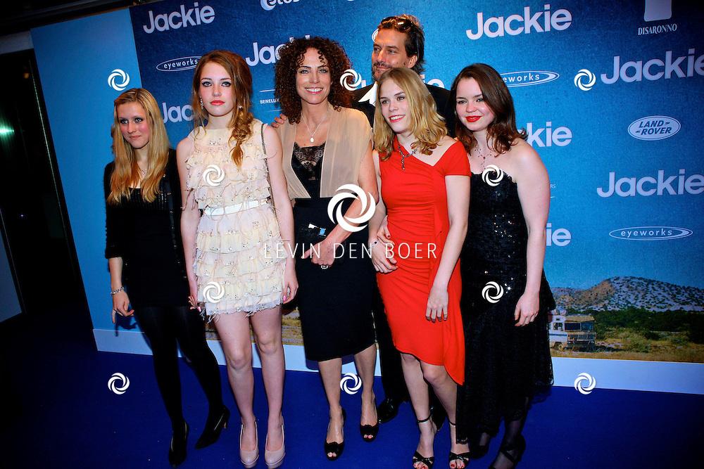 AMSTERDAM - In DeLaMar theater is de filmpremiere van Jackie.  Met op de foto regisseur Antoinette Beumer met partner en kinderen. FOTO LEVIN DEN BOER - PERSFOTO.NU