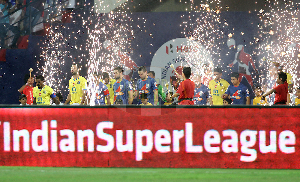 Mumbai City FC players and Kerala Blasters FC players arrive on the ground for the match 19 of the Hero Indian Super League between Mumbai City FC and Kerala Blasters FC held at the D.Y. Patil Stadium, Navi Mumbai, India on the 2nd November.<br /> <br /> Photo by:  Vipin Pawar/ ISL/ SPORTZPICS