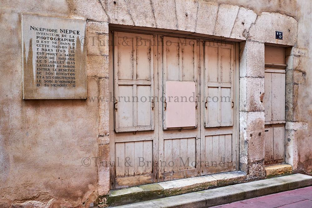 France, Saône-et-Loire (71), Chalon-sur-Saône, rue de l'Oratoire, maison de Nicéphore Niepce, inventeur de la photographie // France, Saône-et-Loire (71), Chalon-sur-Saône, Oratoire street, house of Nicéphore Niepce statue, inventor of the photography