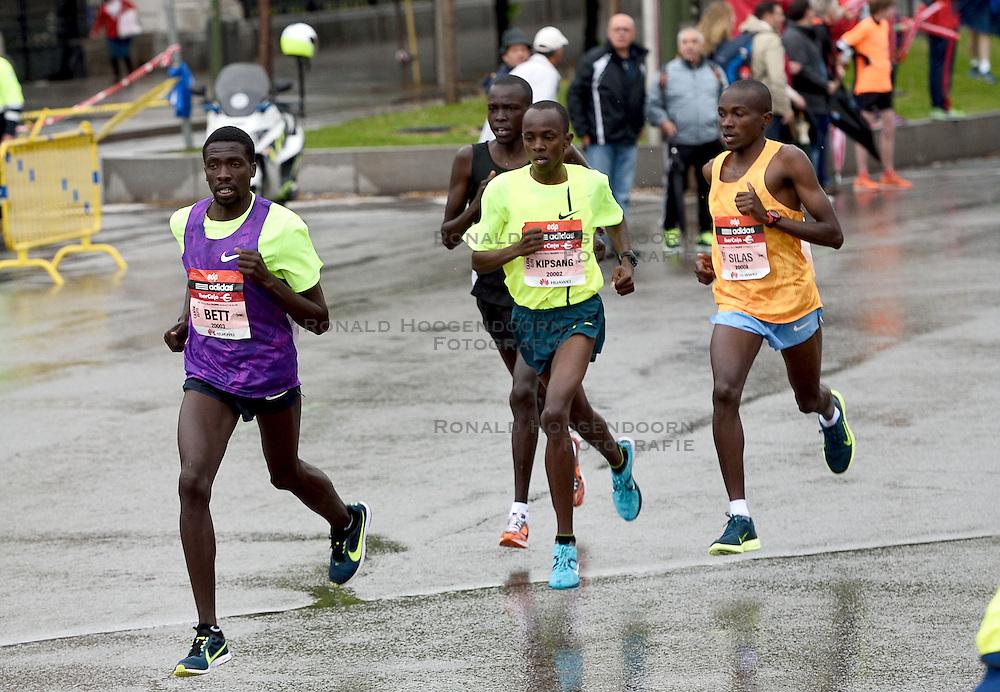 26-04-2015 NED: We Run 2 Change Diabetes NY 2015, Arnhem<br /> We run to change diabetes, training op de halve marathon van Madrid met de groep hardlopers van Novo Nordisk Spanje die op 1 november 2015 hun grenzen gaan verleggen in de marathon van New York / Ezekiel Kiptoo Chebii #20002 winnaar marathon, JACKSONKIPKOECH KOTUT #20003, WILLIANCHEBON CHEBOR #20008