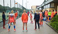 BRUSSEL -  Oranje trapt een balletje voor de warming up bij  de halve finale Nederland-Nieuw Zeeland bij de halve finale ronde Hockey World League (dames) . Lauren Stam (Ned), Margot van Geffen (Ned)  . COPYRIGHT KOEN SUYK