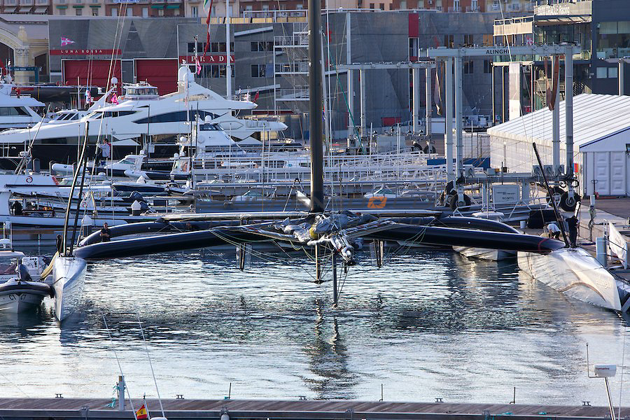 33 americas cup,33 Americas Cup, Oracle giant trimaran with wingsail beats Alinghi Catamaran.