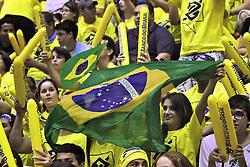 Torcida brasileira na partida entre as seleções do Brasil x Argentina, válida pelo campeonato Sul-Americano de vôlei, disputado no estádio Aecim Tocantins, em Cuiabá-MT. FOTO: Jefferson Bernardes/Preview.com