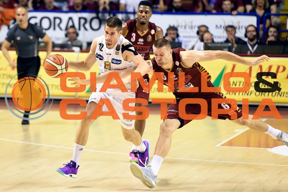 Diego Flaccadori, Michael Bramos<br /> Umana Reyer Venezia - Dolomiti Energia Aquila Basket Trento<br /> Lega Basket Serie A 2016/2017<br /> Playoff, finale gara 2<br /> Venezia, 12/06/2017<br /> Foto M.Ceretti / Ciamillo-Castoria