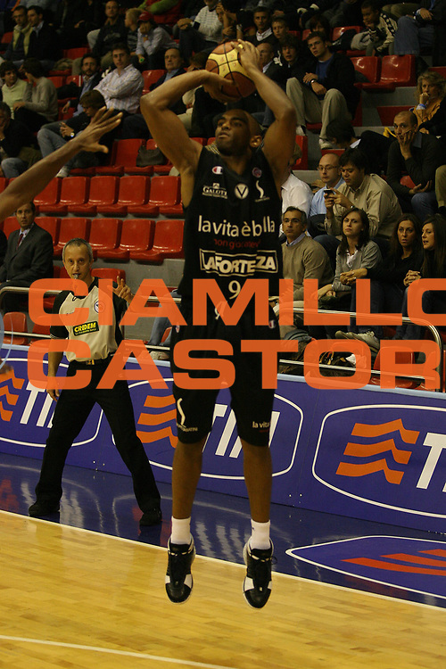DESCRIZIONE : Milano Lega A1 2007-08 Trofeo Tim Montepaschi Siena La Fortezza Virtus Bologna<br /> GIOCATORE : Alan Anderson<br /> SQUADRA : La Fortezza Virtus Bologna<br /> EVENTO : Campionato Lega A1 2007-2008 Trofeo Tim Montepaschi Siena La Fortezza Virtus Bologna<br /> GARA : Montepaschi Siena La Fortezza Virtus Bologna<br /> DATA : 27/09/2007<br /> CATEGORIA : Tiro<br /> SPORT : Pallacanestro <br /> AUTORE : Agenzia Ciamillo-Castoria/M.Marchi