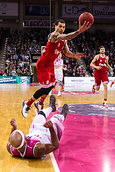 28.03.2016, Telekom Dome, Bonn, GER, Beko Basketball BL, Telekom Baskets Bonn vs FC Bayern Muenchen, 23. Runde, im Bild Justin Cobbs (FC Bayern Muenchen #10) gegen Eugene Lawrence (Telekom Baskets Bonn #10 - am Boden) // during the Beko Basketball Bundes league 23th round match between Telekom Baskets Bonn and FC Bayern Munich at the Telekom Dome in Bonn, Germany on 2016/03/28. EXPA Pictures © 2016, PhotoCredit: EXPA/ Eibner-Pressefoto/ Schüler<br /> <br /> *****ATTENTION - OUT of GER*****