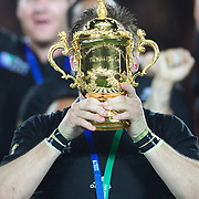 New Zealand Captain Richie McCaw lifts the trophy as his team mates celebrate after New Zealand's 8-7 victory over France in the Final of the IRB Rugby World Cup tournament, Eden Park, Auckland, New Zealand. 23rd October 2011. Photo Tim Clayton...