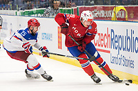 Ishockey<br /> VM 2015<br /> Russland v Norge 6:2<br /> 01.05.2015<br /> Foto: imago/Digitalsport<br /> NORWAY ONLY<br /> <br /> Danis Zaripov (RUS) attempts to check Anders Bastiansen (NOR).