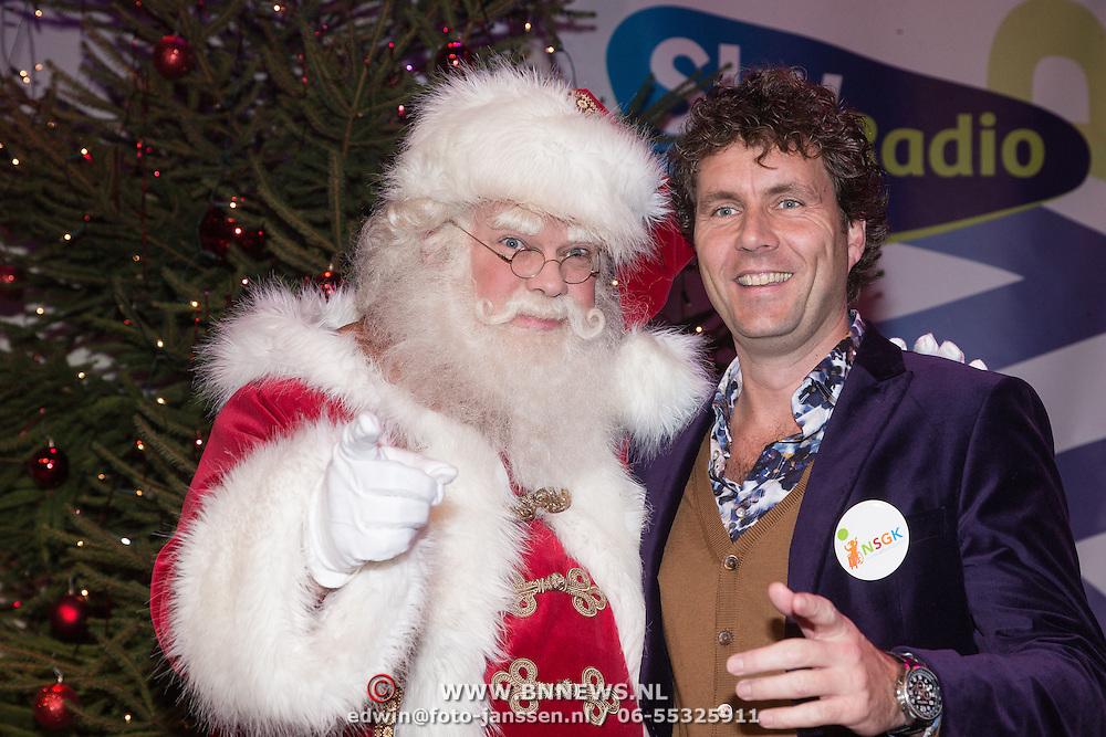 NLD/Hilversum /20131210 - Sky Radio Christmas Tree For Charity 2013, Dennis Wilt en de kerstman